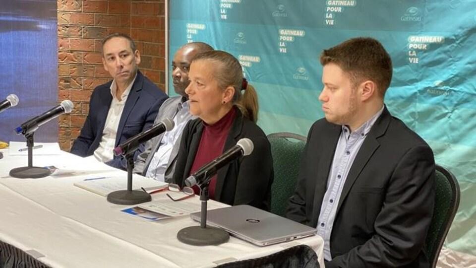 Lise Paradis, directrice du Gîte Ami s'adresse aux médias lors d'ne conférence de presse le 20 janvier 2020.
