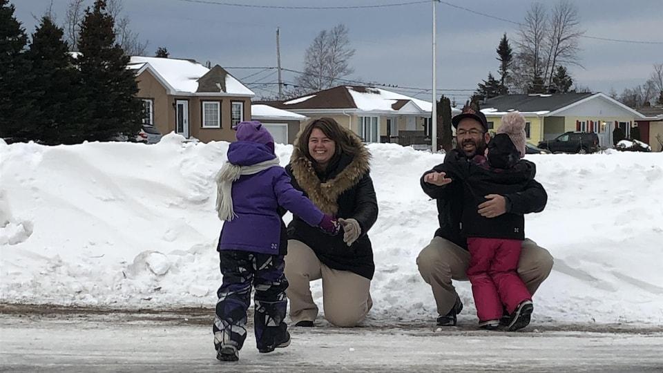 David Bernier et Claudia Dallaire Demers avec leurs enfants