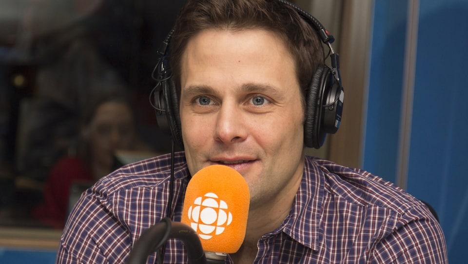 Sébastien Kfoury répond aux questions de Franco Nuovo au studio 17 de Radio-Canada, à Montréal, le 20 mai 2018.
