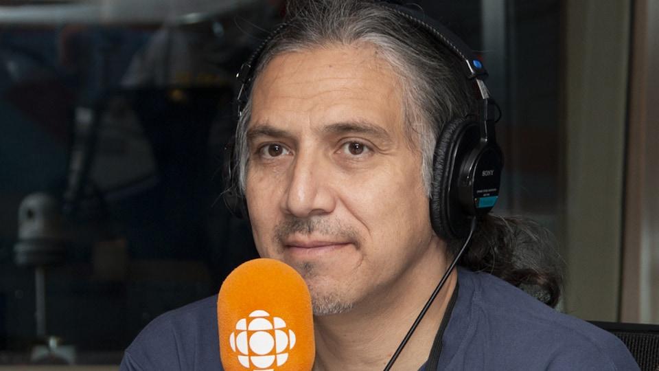Stanley Vollant au studio 17 de Radio-Canada, à Montréal, le 9 septembre 2018.