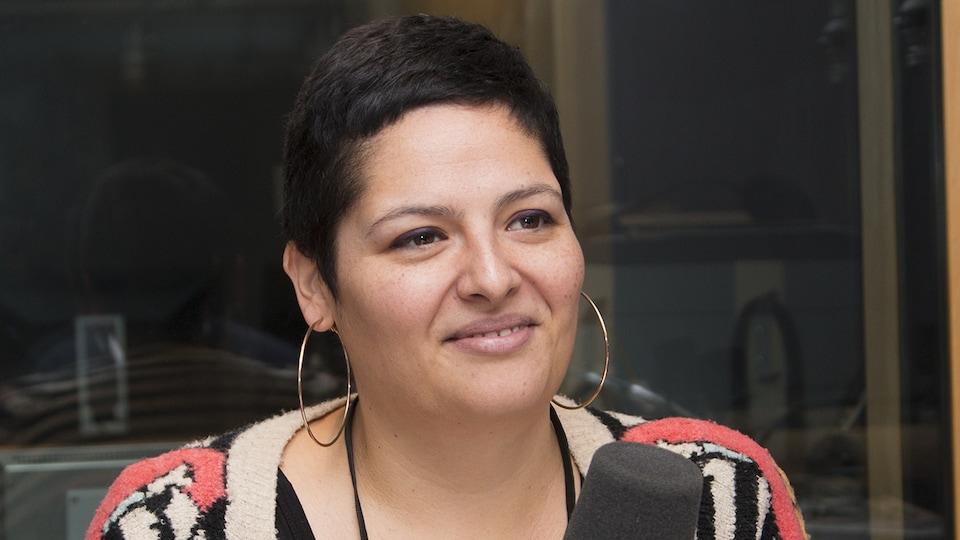 Mara Gourd-Mercado au studio 91 de Radio-Canada, à Montréal, le 5 novembre 2017