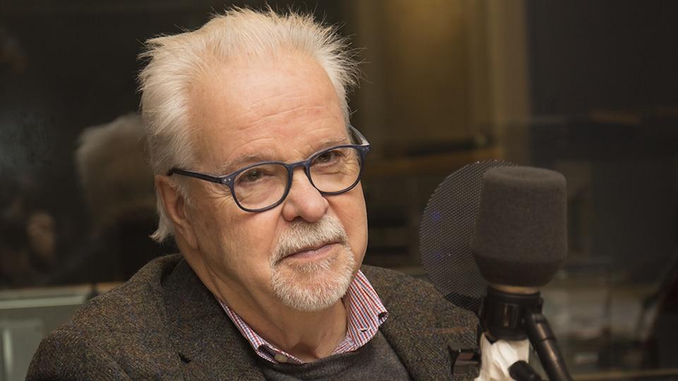 Paul Bélanger au studio 91 de Radio-Canada, à Montréal, le 10 décembre 2017