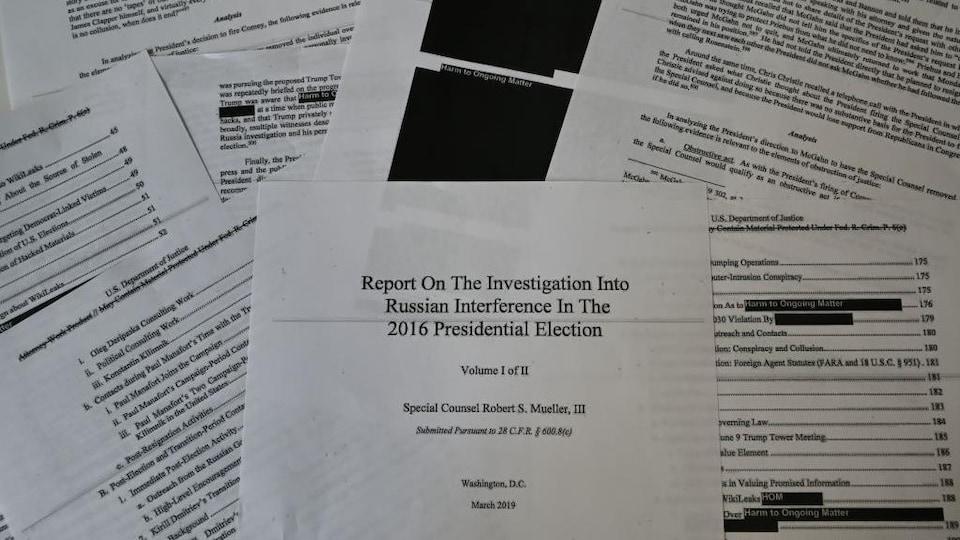 Une illustration montrant des pages imprimées du rapport Mueller