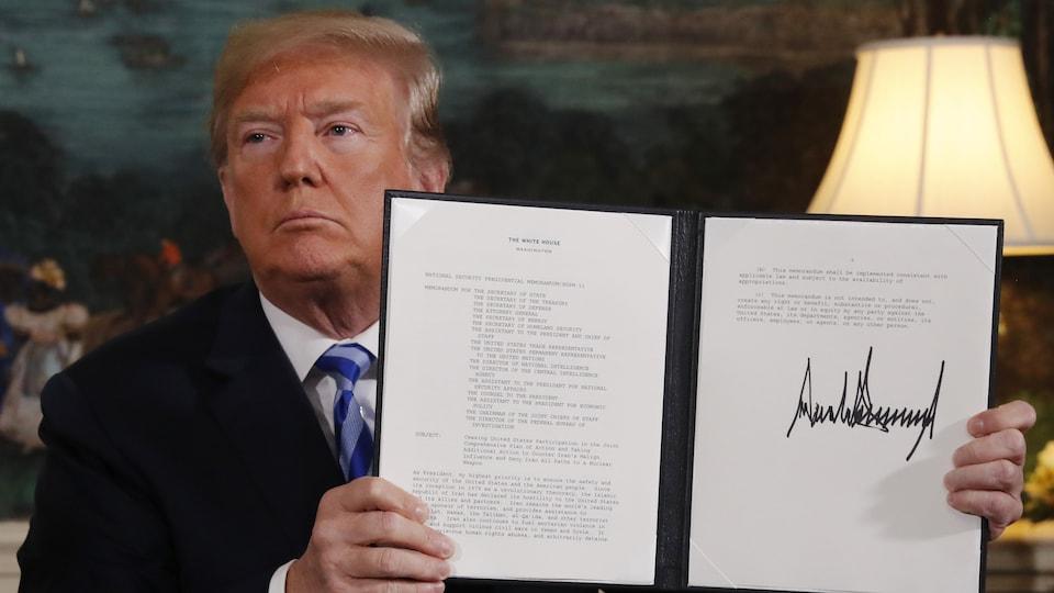 Le président américain a signé un ordre présidentiel pour commencer à rétablir les sanctions américaines liées au programme nucléaire du régime iranien.