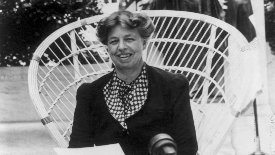 Eleanor Roosevelt demande aux Américains de donner à la Croix-Rouge, vers 1940.