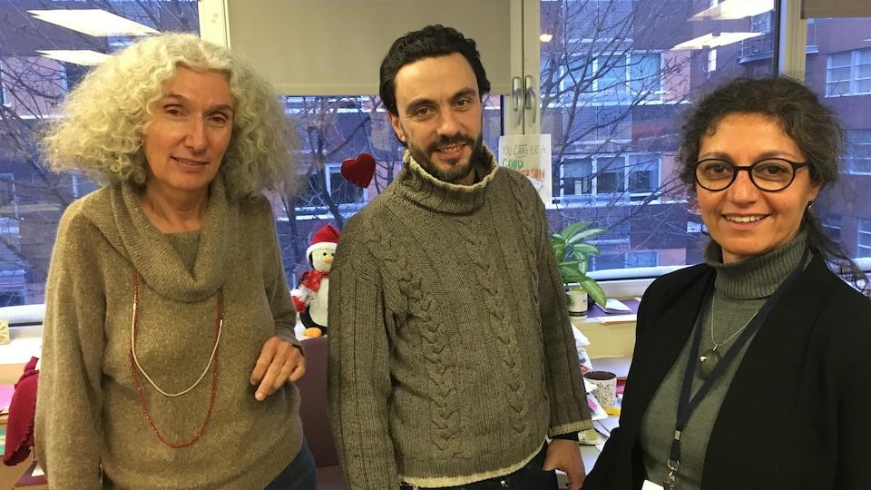 Cécile Rousseau, Mathieu Brami et Anousheh Machouf dans les bureaux de l'Équipe polarisation