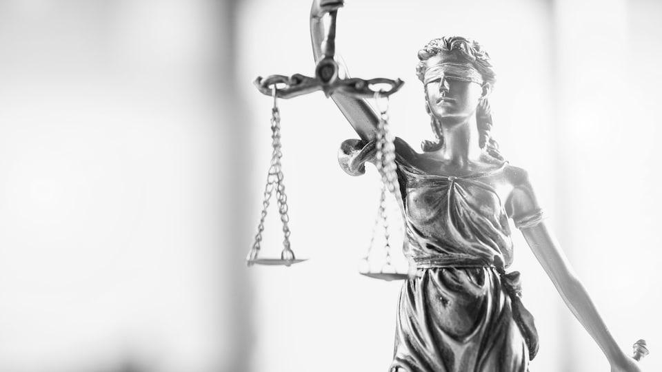 Une statue représentant la justice