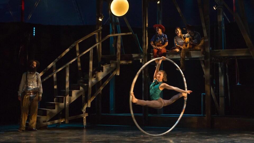 Une cirque sur scène.