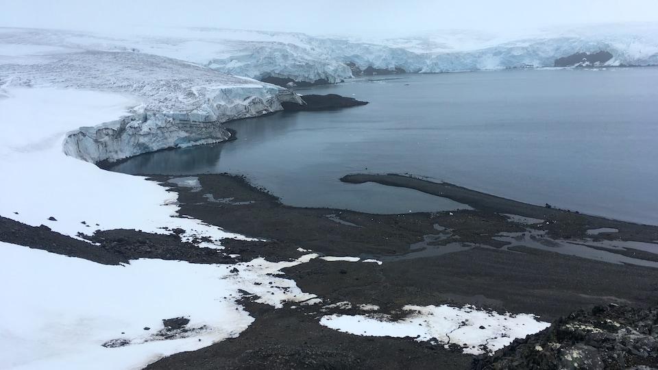 Le glacier Collins sur l'île du Roi George dans l'Antarctique, le 2 février 2018.