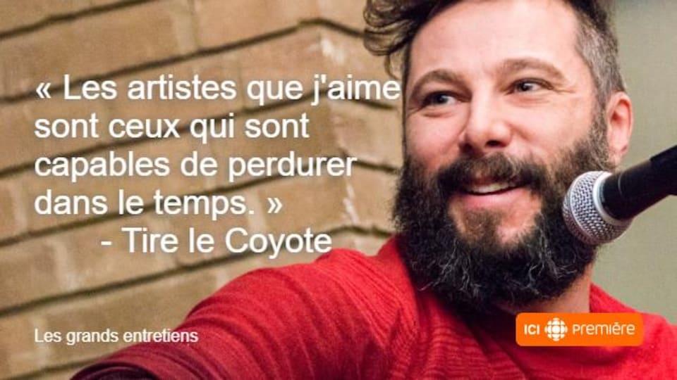 Montage du visage de Tire le Coyote accompagné de la citation : « Les artistes que j'aime sont ceux qui sont capables de perdurer dans le temps. »