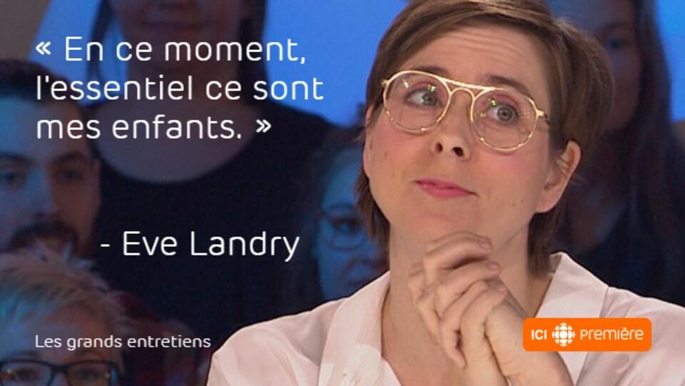Montage du visage d'Eve Landry, accompagné de la citation : « En ce moment, l'essentiel ce sont mes enfants. »