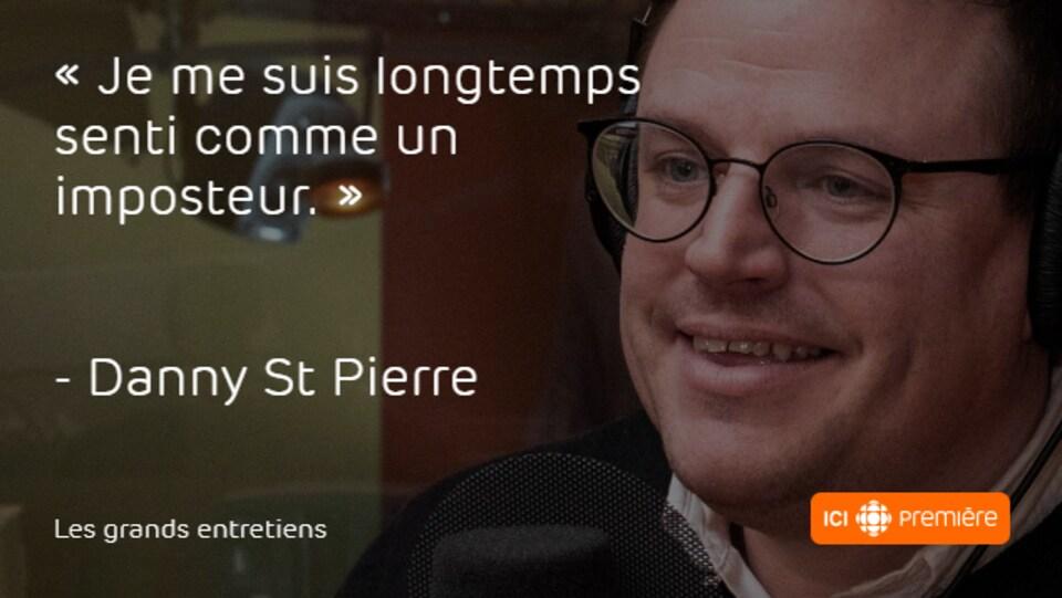 Montage du visage de Danny St Pierre au micro de Radio-Canada, accompagné de la citation : « Je me suis longtemps senti comme un imposteur. »