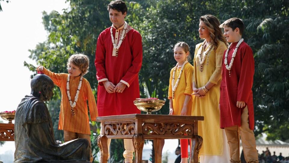 La famille de Justin Trudeau a revêtu des habits traditionnels lors de sa visite en Inde.