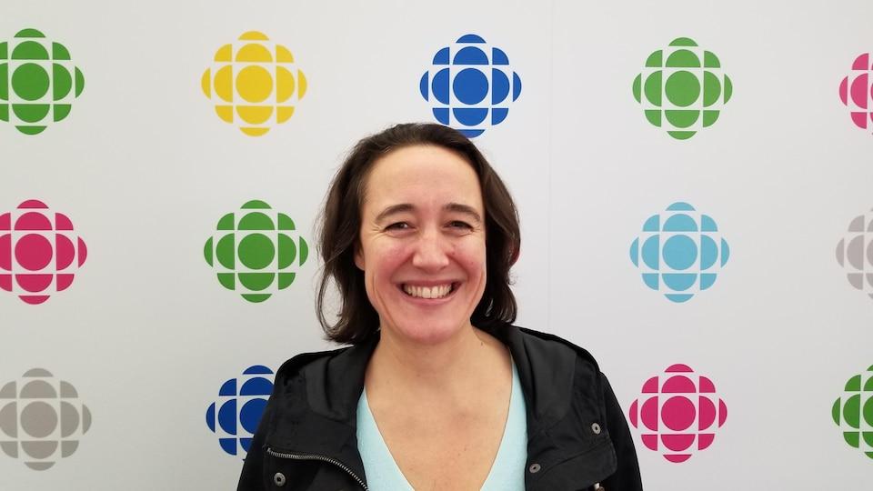 Pauline Decroix aux bureaux d'ICI Toronto.