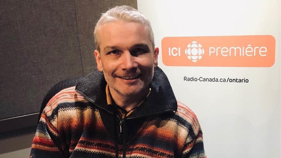 Manuel Verreydt aux studios d'ICI Toronto.