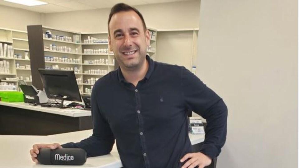 Francesco Vella, Pharmacien et propriétaire de la pharmacie Medica à Windsor