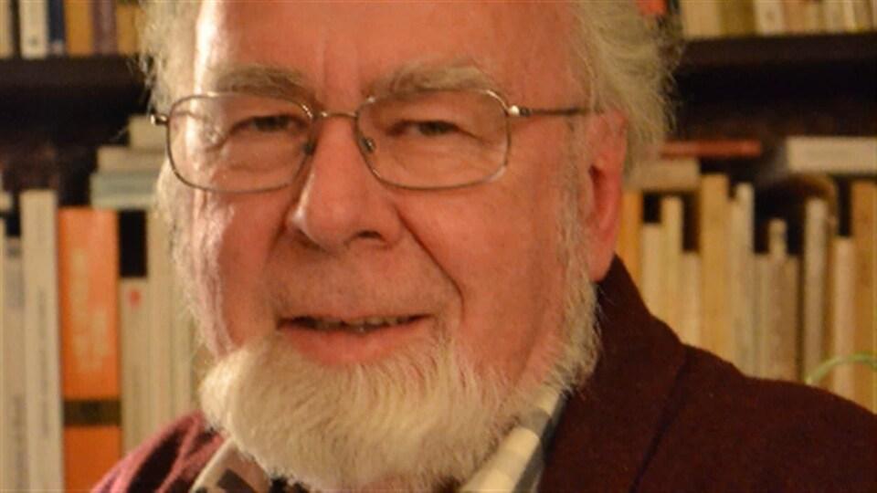 François Paré est professeur titulaire au département d'études françaises de l'Université de Waterloo.