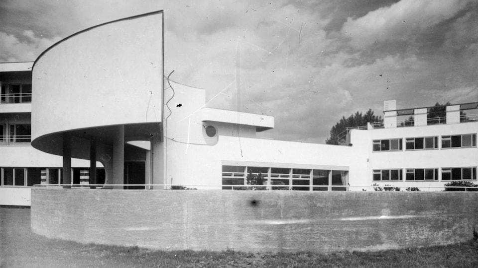 Un bâtiment typique de l'architecture Bauhaus.