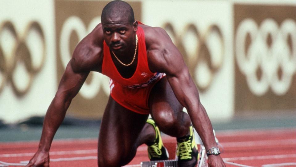 Ben Johnson est accroupi avant de courir le 100 m aux Jeux de Séoul, en 1988.