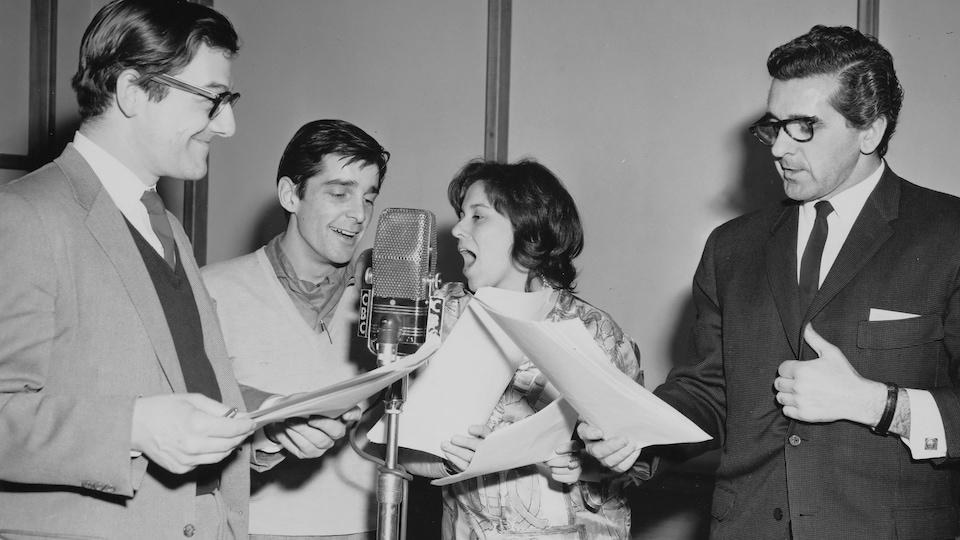 Photo de 1963 montrant Edgar Fruitier, Jean Besré, Marie Choquette et Lionel Villeneuve dans la version radio des aventures de Tintin.