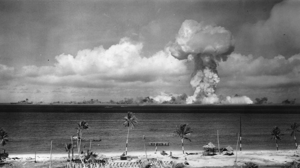 Champignon nucléaire au large de l'atoll de Bikini en 1946.