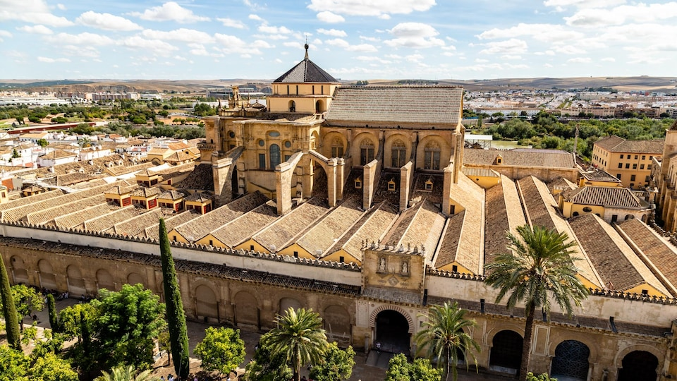 Vue aérienne de la mosquée-cathédrale de Cordoue, en Espagne.