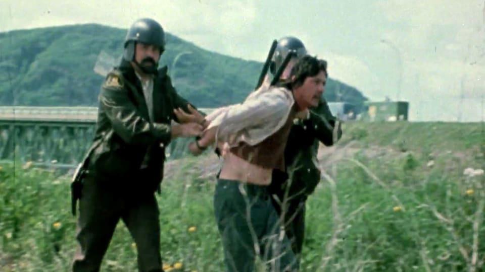 Un Micmac est arrêté par deux policiers de la Sûreté du Québec