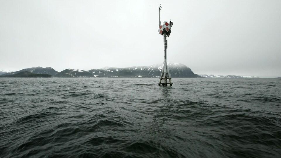 Un pylône dans la baie du Prince-William, en Alaska.