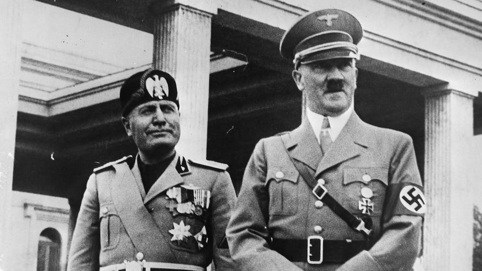 Benito Mussolini et Adolf Hitler côte à côte en 1937.