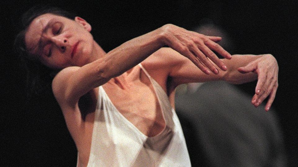 La chorégraphe et danseuse Pina Bausch en mouvement.