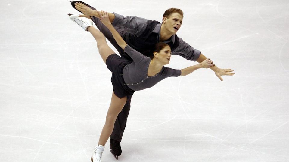 Les patineurs Jamie Salé et David Pelletier en action.