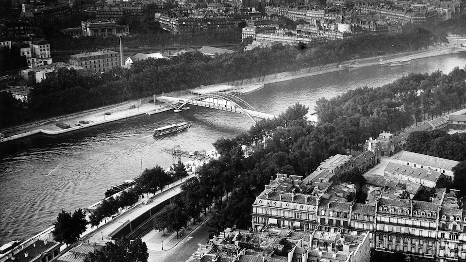 Photo en noir et blanc de Paris et de la Seine en 1928.