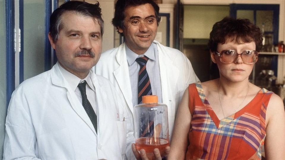 Luc Montagnier, Jean-Claude Chermann et Françoise Barre-Sinoussi, trois des scientifiques qui ont réussi à isoler le virus du sida.