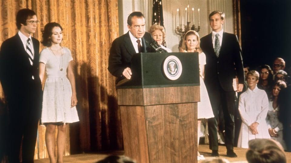 Richard Nixon en compagnie de membres de sa famille lors de son discours de démission, le 9 août 1974.