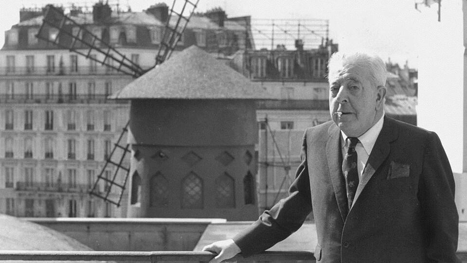 Le poète Jacques Prévert, à Paris