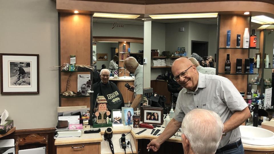James Lynch, barbier depuis 60 ans