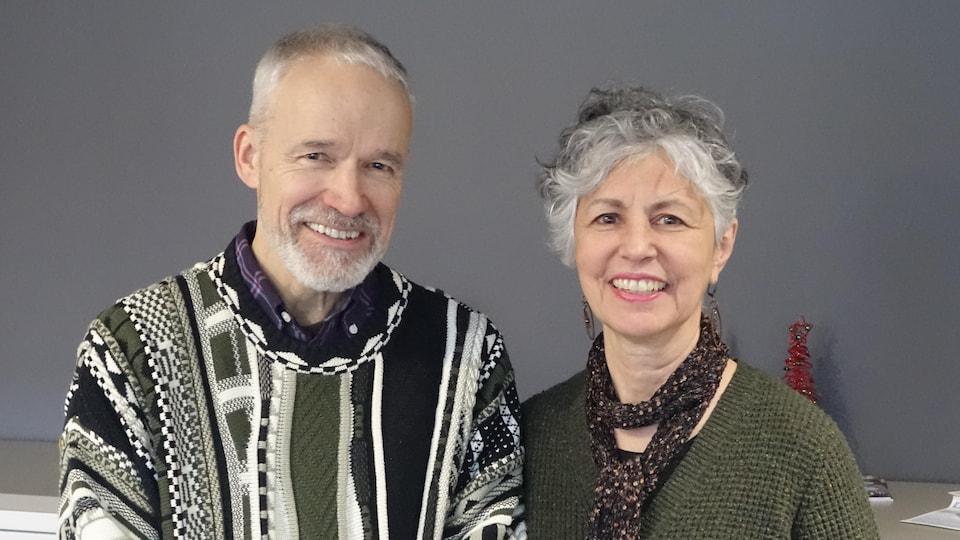 Jean Lalonde et Joanne Vincent en studio à Radio-Canada Sudbury