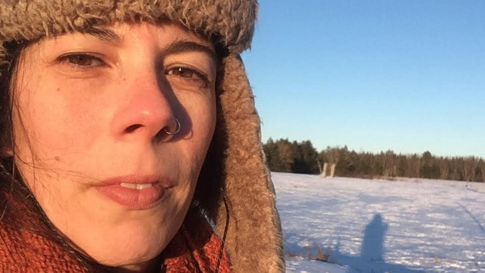 Autoportrait à l'extérieur en hiver.