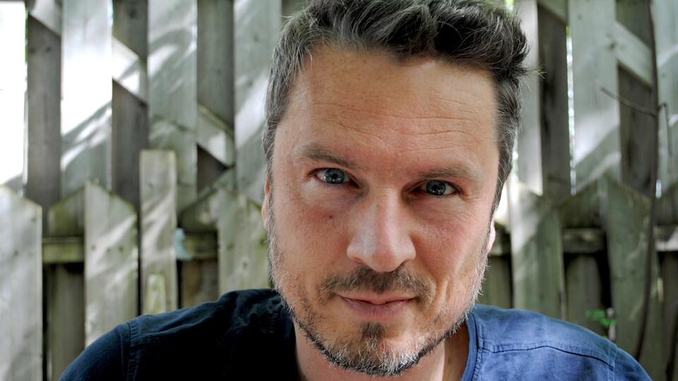Photo de l'auteur et réalisateur gaspésien Jean-François Aubé.