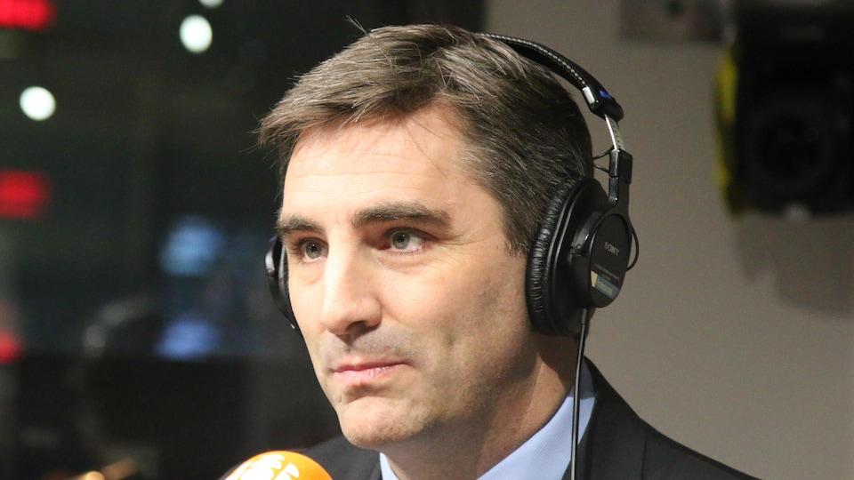 Jean-François Gosselin de passage dans les studios de Radio-Canada, à Québec.