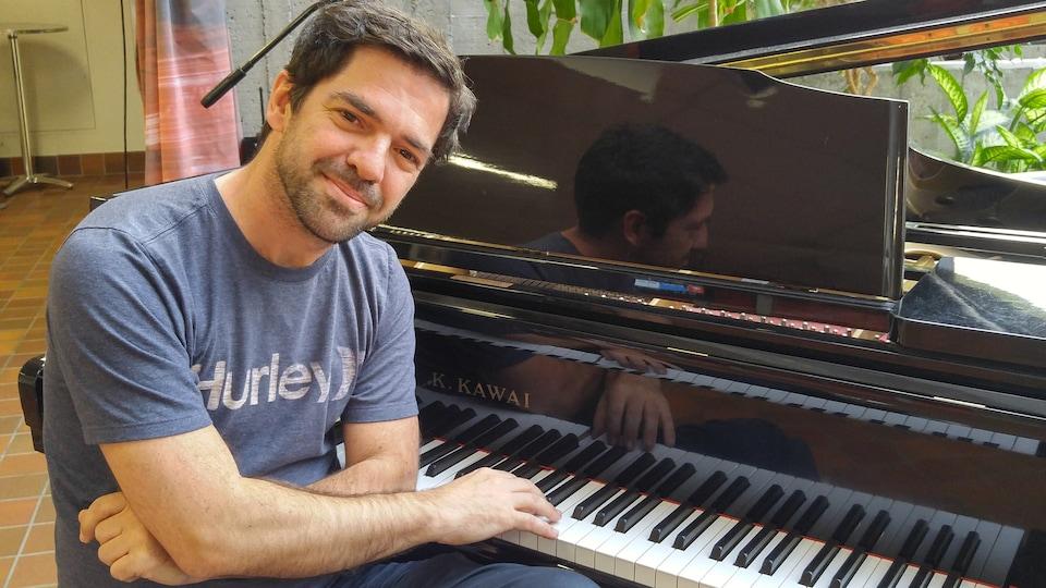 Jimmy Doucet au piano