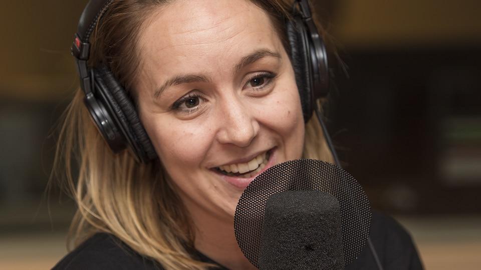 Karyne Lefebvre au micro de Catherine Perrin.