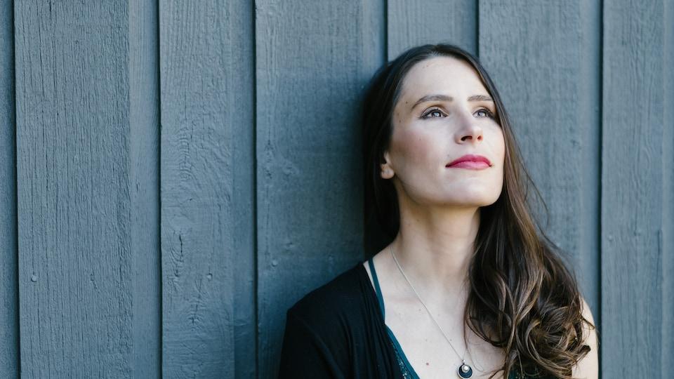 Avec «La Promesse», Kristine St-Pierre nous offre pour la première fois un mini-album entièrement en français.