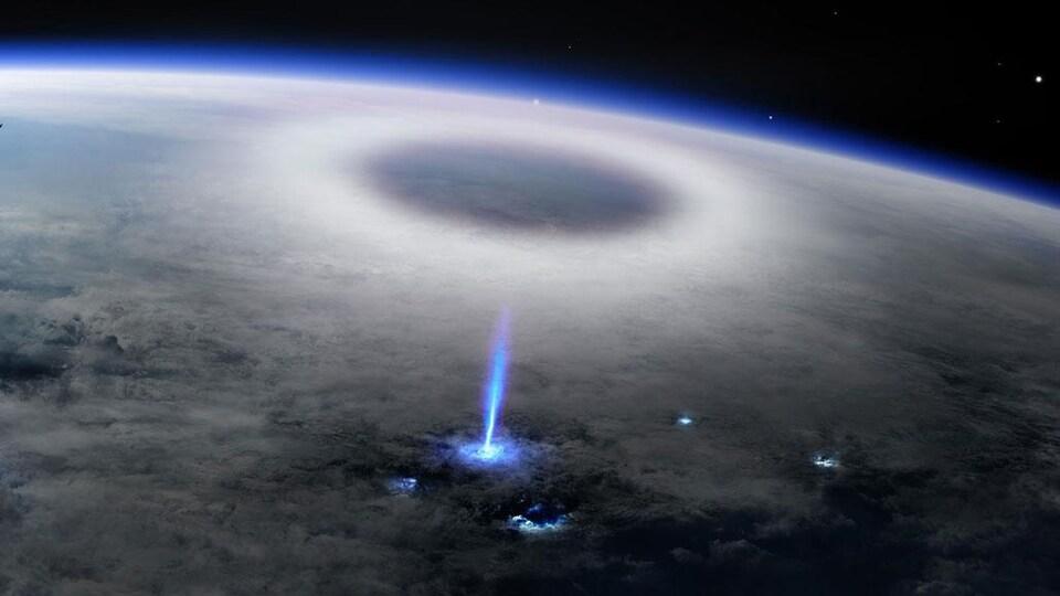 Vue de l'espace d'un jet de lumière bleu partant du sommet d'un nuage et se reflétant sur la haute atmosphère.