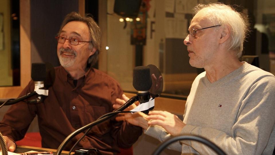 Yves Gingras et Jean-René Roy en studio.
