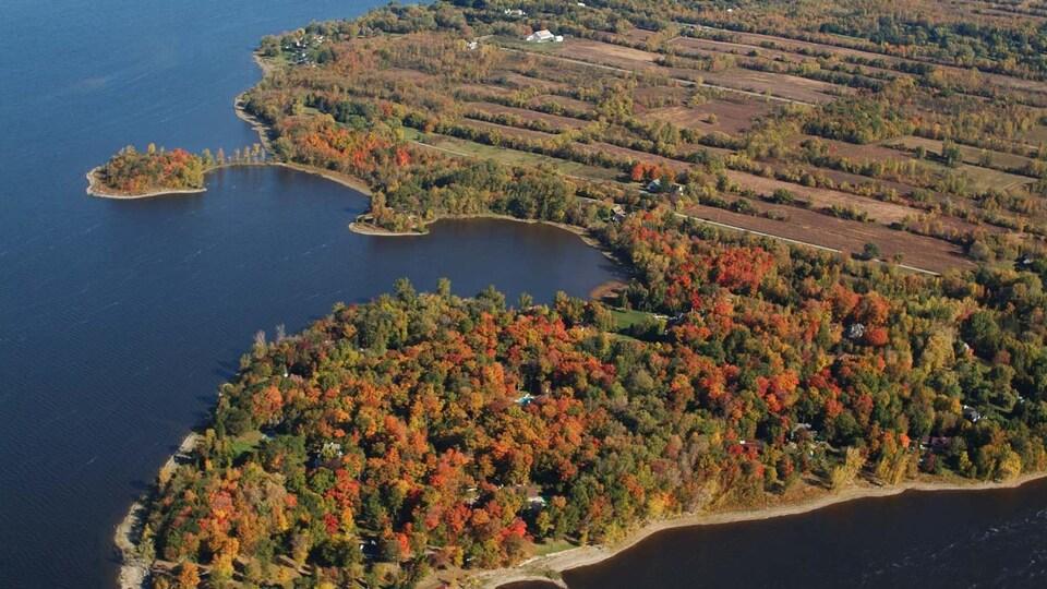 Photo aérienne d'une partie de l'île.