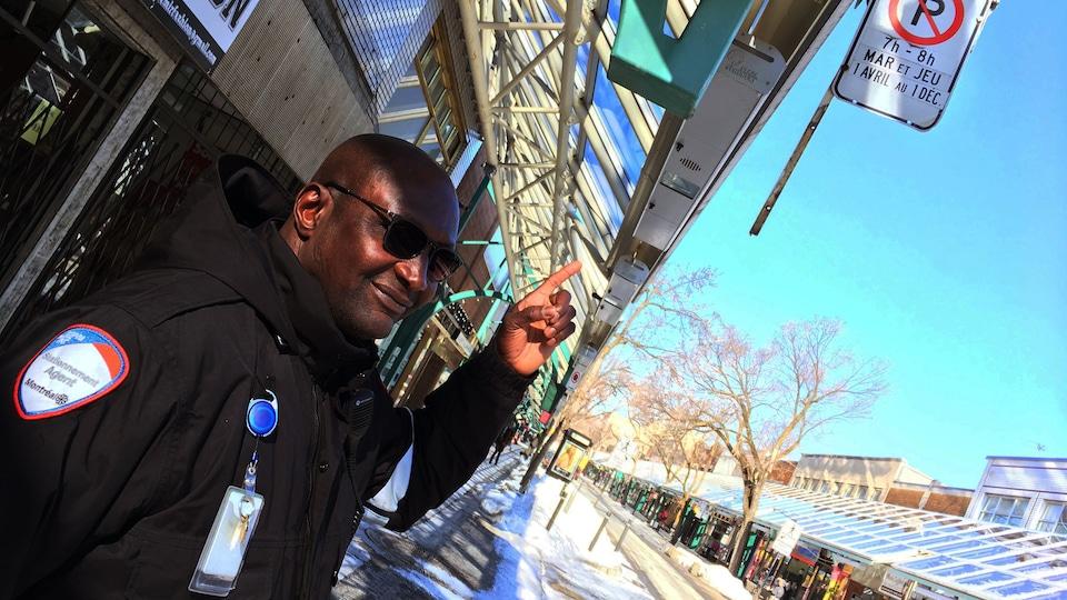 Ibrahim Moumouni, agent au stationnement au Service de police de la Ville de Montréal depuis 9 ans.