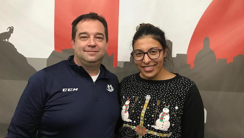 L'homme et la femme dans un studio de Radio-Canada