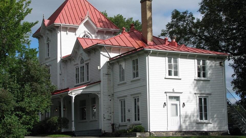 Une maison reflet de l'architecture néo-renaissance italienne au Québec.
