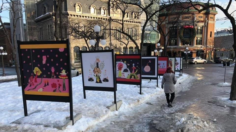 Six tableaux installés un à la suite de l'autre.